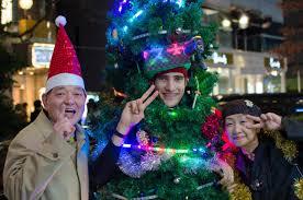 living christmas tree starts u201cuber illumination u201d service from