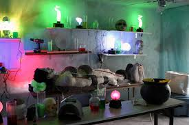 56 fun halloween party decorating ideas spooky halloween party