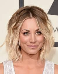kaley cuoco short wavy cut short hairstyles lookbook stylebistro