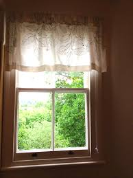 White Curtains With Green Leaves by New Curtains U0026 How To Make Your Own Emdeco