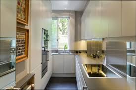 cuisine etroite amenager une cuisine etroite simple amnagement cuisine le