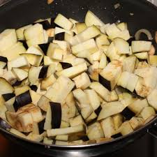 cuisiner l aubergine à la poele recette poêlée d aubergines aux cèpes simplement cuisine