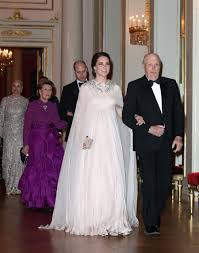wedding gifts elizabeth kate middleton wears prince philip s wedding gift to