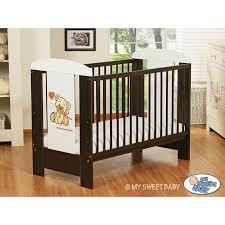 chambre bebe winnie l ourson pas cher lit pour bébé en bois motif ourson brun lit enfant avec matelas