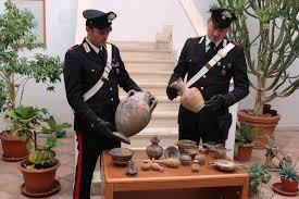 vasi etruschi foto sequestrati vasi e anfore etrusche formello denunciato