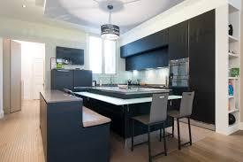 photo de cuisine avec ilot cuisine ouverte avec îlot rétro éclairé ged cucine