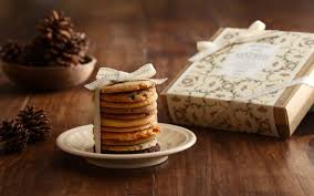 gift cookies food cookies pine cone ribbon box gift saucer christmas