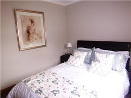 guest bedrooms on a budget decorating bedrooms with secondhand