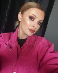 pro makeup artist aine knocker on i tested out the new abhcosmetics x