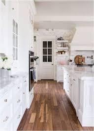plancher cuisine bois un plancher de bois franc dans la cuisine pourquoi pas sur le