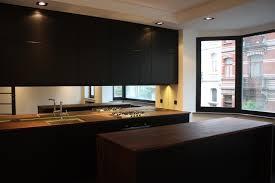 cuisine plan de travail bois massif cuisine tinta black et plan de travail bois massif noyer