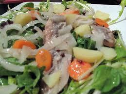 comment cuisiner le hareng fumé recette de salade de pommes de terre au hareng fumé