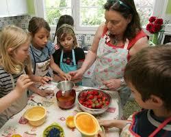 cuisiner avec un enfant cuisiner avec les enfants auclairdelalune fr doudous et