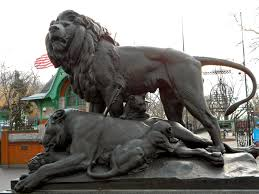 lioness statue file dying lioness philly zoo jpg wikimedia commons