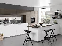 sockel küche zeitlos schöne küche in weiß mit holztheke