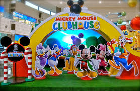 mickey mouse clubhouse centerpieces sm supermalls christmas mickey mouse clubhouse christmas launch