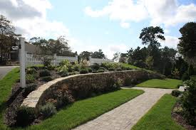 curved wall landscape traditional with elaine johnson exterior