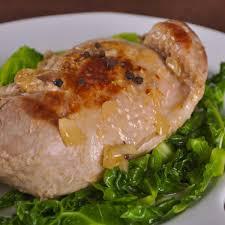 cuisiner un chou vert recette cuisse de pintade au chou vert cuisine madame figaro