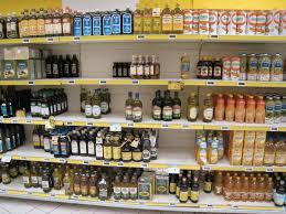 scaffali prezzo olio extravergine di oliva sullo scaffale 70 marche e listini da