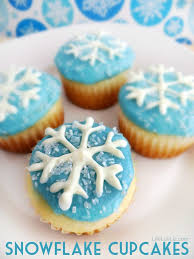 snowflake cupcakes with free printable snowflake template