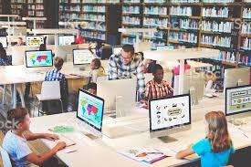 configuration bureau bureau et étudiant apprendre apprentissage de concept