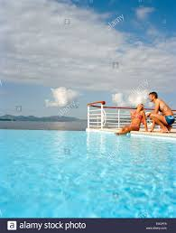 couple sitting at the overflow swimming pool hotel du cap eden