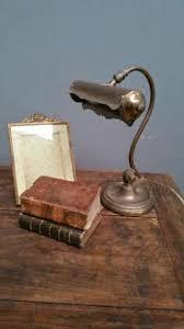 le de bureau ancienne le de piano ou de bureau bronze et laiton