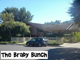 street where the tv show the brady bunch was filmed youtube