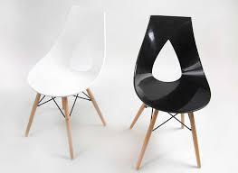 chaise noir et blanc chaise design scandinave blanche pied en bois rubann w achatdesign