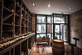 cuisine avec cave a vin resto cave garopapilles cuisine et vins d auteur