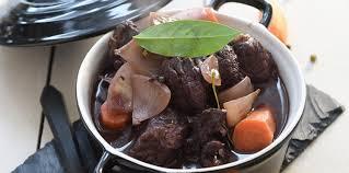 cuisiner un boeuf bourguignon bœuf bourguignon facile et pas cher recette sur cuisine actuelle