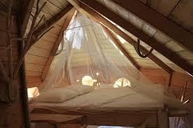 chambre cabane dans les arbres cabane dans les arbres en amoureux les cabanes de jardin abri de