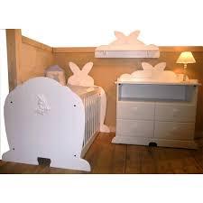 chambre lapin lit de bébé original en forme de lapin