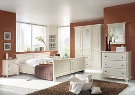 Bilder Schlafzimmer Landhausstil Romantisches Schlafzimmer Naturnah Möbel Moderne Massivholzmöbel