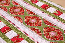 Holiday Table Runners by Complimentary Holiday Bouquet Table Runner Pattern U2013 Amanda U0027s Blog