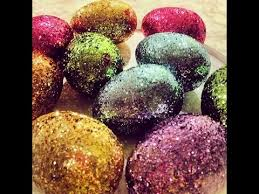 Easter Egg Decorating At Home by Making Glitter Easter Eggs At Home Easter Decorating Ideas Youtube