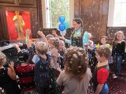 frozen themed party entertainment jojofun kids party entertainers in london birthday party ideas