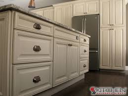 where to buy kitchen cabinet hardware 26 best cabinet hardware images on pinterest cabinet hardware