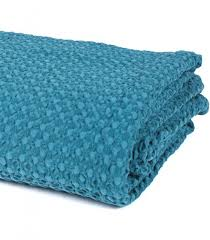 canap bleu p trole jeté de canapé couvre lit bleu pétrole 100 coton plaid addict