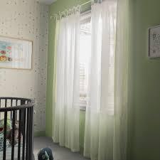 rideau chambre d enfant un grand rideau de voile pour décorer votre chambre d enfant leroy