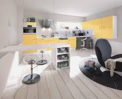gelbe k che kche schwarze der schwarze granit lsst die kche edel und modern