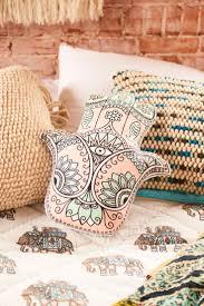 a 25 legjobb otlet a pinteresten a kovetkez vel kapcsolatban pink and green hamsa pillow earthbound trading company
