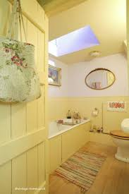 Cottage Style Bathroom Ideas by Best 25 Country Yellow Bathrooms Ideas That You Will Like On