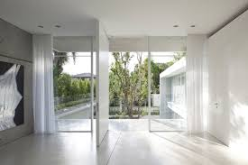 Roomy Nuance House With 2 Countryard By Pitsou Kedem Architects Hupehome