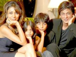 shah rukh khan family pics with mother lateef fatima wife gauri