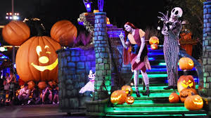 spirit halloween anderson ca frightfully fun parade at mickey u0027s halloween party 2017