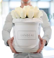 flowers delivery nyc meet the fashion set s new favorite flower service luxury