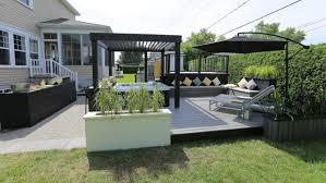 idee amenagement cuisine exterieure aménagement extérieur autour d un spa lounge salon cuisine