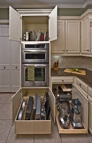 bakingtrays below the oven servingtrays above and