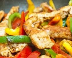 cuisiner le poivron recette de poêlée minceur de poulet au curcuma et trois poivrons